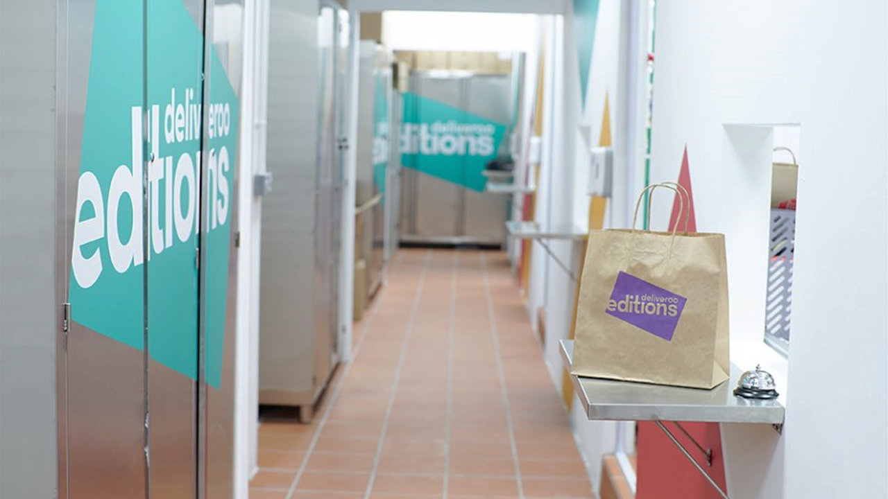 https://www.sqfeed.com/2018/04/23/self-collection-is-now-possible-at-deliveroos-new-central-kitchen-a-first-by-a-food-delivery-service-provider-in-singapore-lavender-based-deliveroo-editions-2-which-opened-on-mon-features-seven/deliveroo-editions-2/